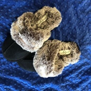 Jessica Simpson cozy fur slippers. Size M(7-8) New